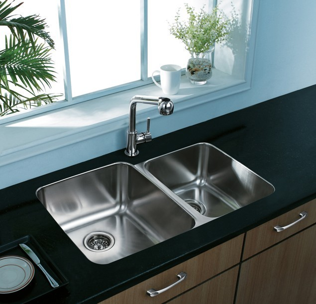 Vigo VG3221L 32 Inch Undermount Stainless Steel 18 Gauge Double Bowl  Kitchen Sink